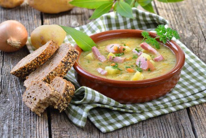 Rustikale Kartoffelsuppe Mit Speck Und Wiener Würstchen